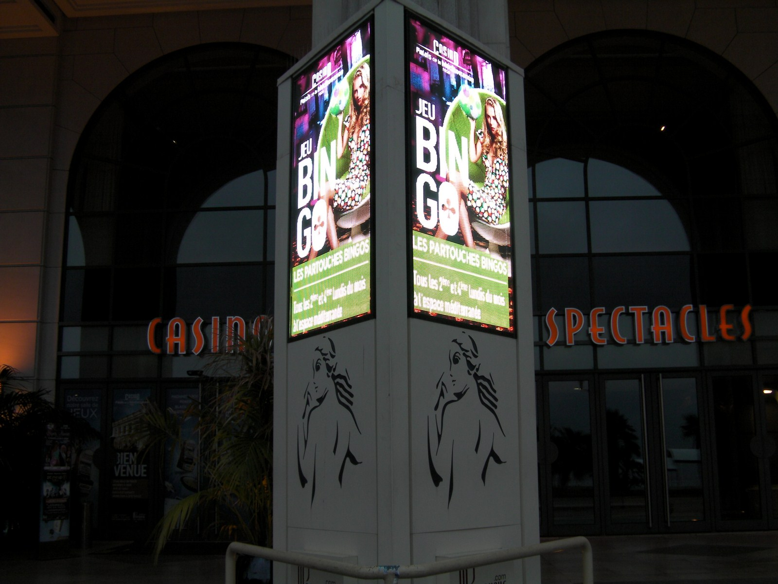 France International Airport outdoor LED advertising machine lightbox LED display